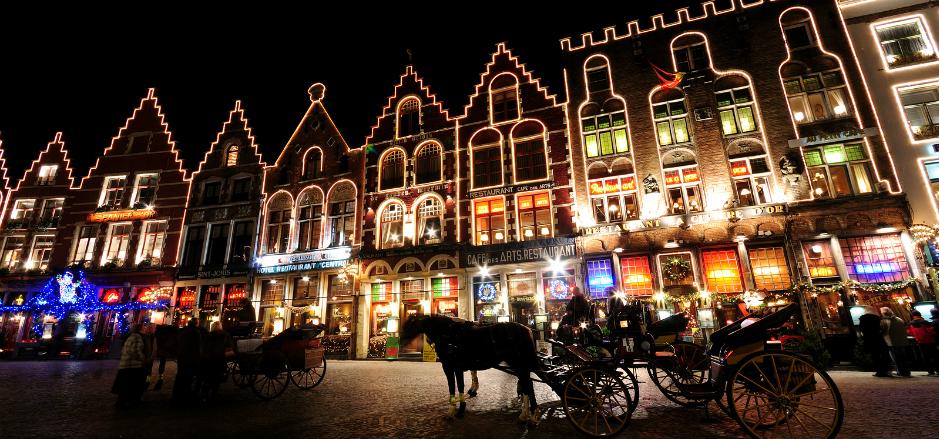 Bruges Belgium karácsonyi fényekben