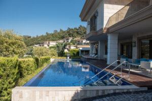 Csősz-Bogi-Boglárka-luxusfeleségek luxus ingatlan