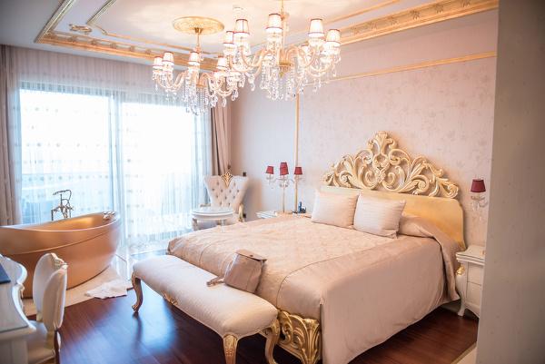 Csősz-Bogi-Boglárka-luxusfeleségek álomotthona