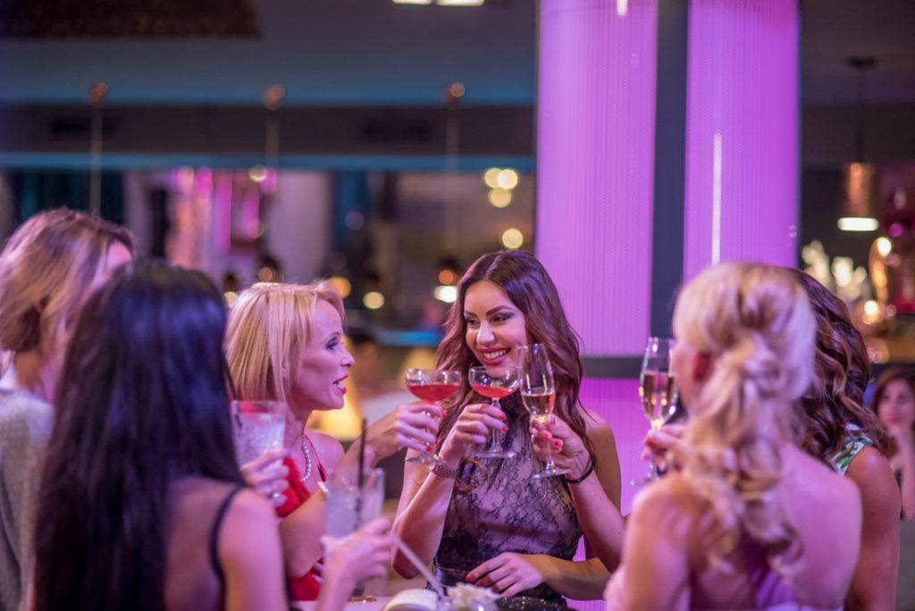 Felesegek-Luxuskivitelben-Viasat-3-Kollo-Babett-ejszakai-partyban