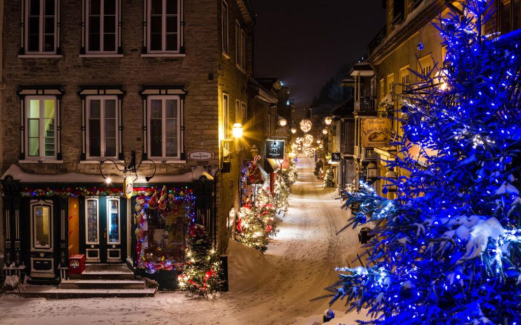 Kanada karácsonykor ünnepi díszek havas táj