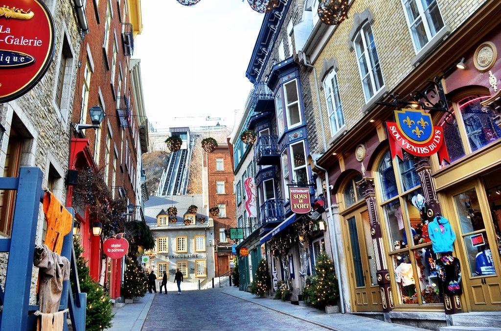 Karácsony Kanadában feldíszített utcák
