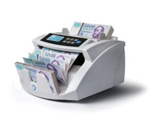 Moneycounter-24 2250-penzszamolo-gep-penzszamlalo-bankjegyszamlalo-milliomos-ferfiak
