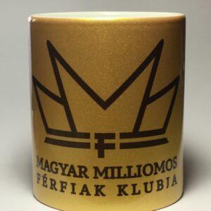 Arany bögre MMF logóval a gazdag életért.
