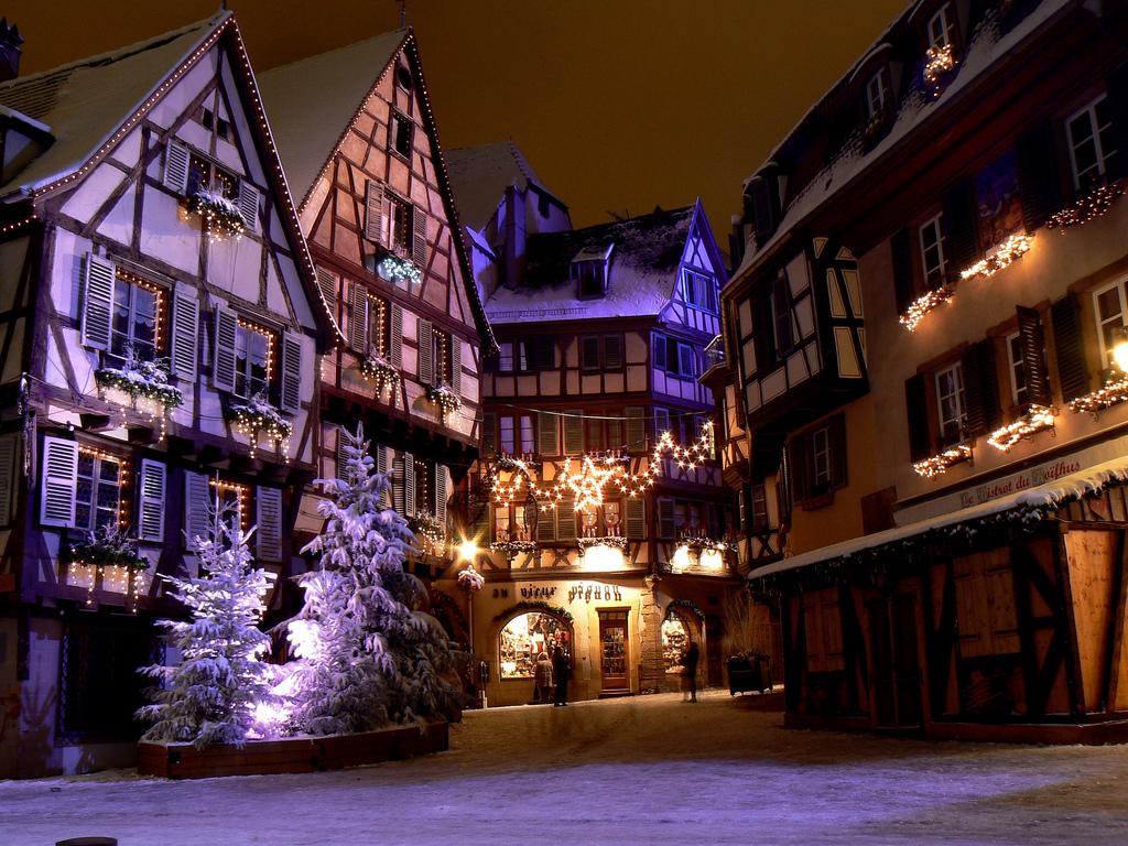 Colmar Franciaország karácsonyi helyszín fényekben