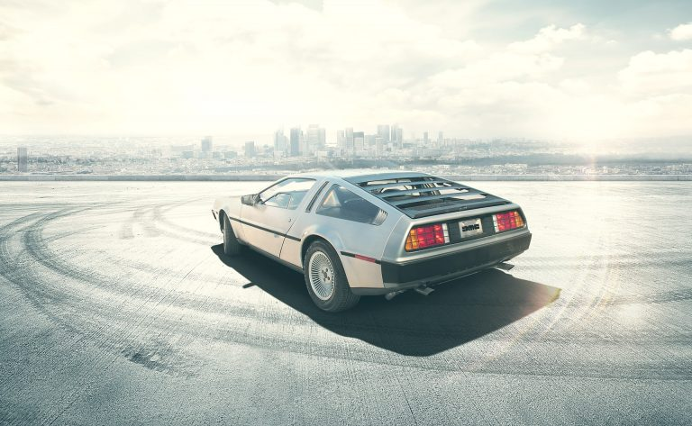 Régi DeLorean hátulról.