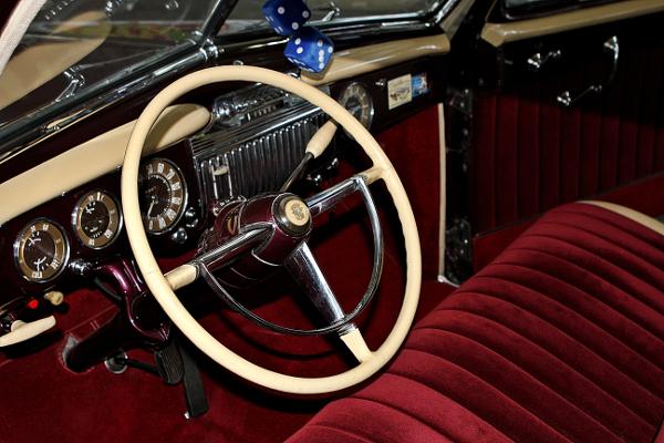 restauralt-Cadillac-Limited-1947-Series-62-kormany-mogott-2