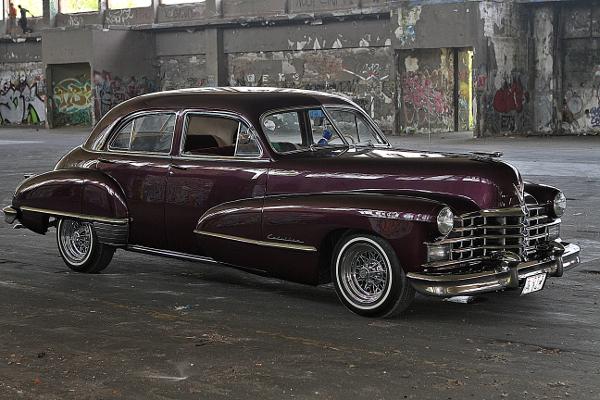restauralt-Cadillac-Limited-1947-Series-62-első-oldalso-nézet