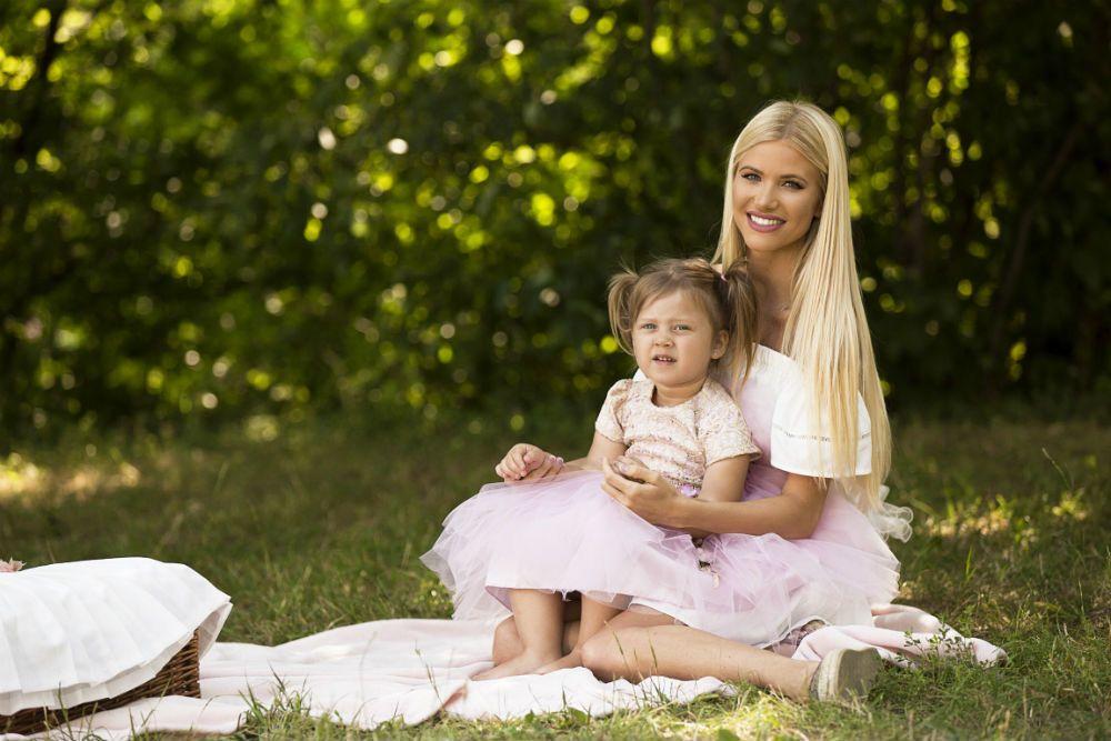 vasvari vivien luxus vivi feleségek luxuskivitelben viasat 3 kislánya Ariana